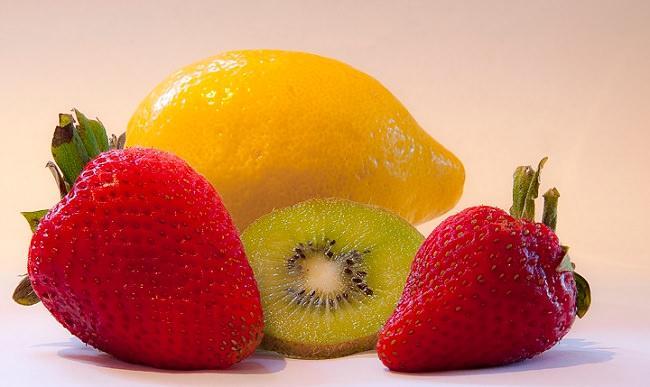 Лимон, клубника, киви