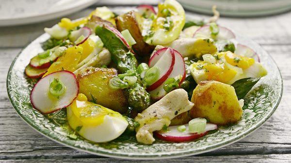 салат с редиской и яйцами