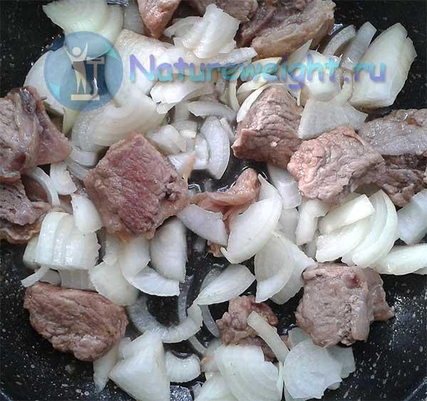 говядина с луком