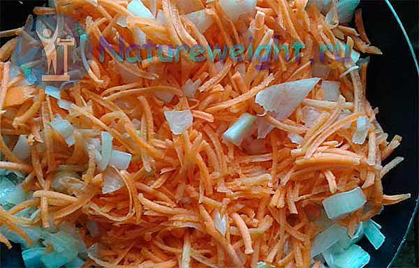 пассированные лук и морковь