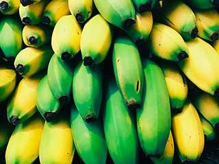 желты и зеленые бананы