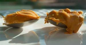 ложки с арахисовым маслом