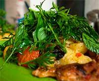 картофель с курицей и помидорами