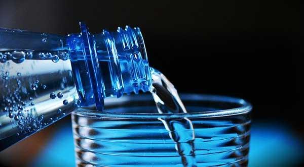вода из бутылки