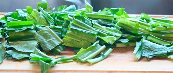 зелень одуванчика