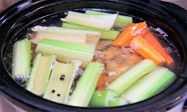 костный бульон с овощами