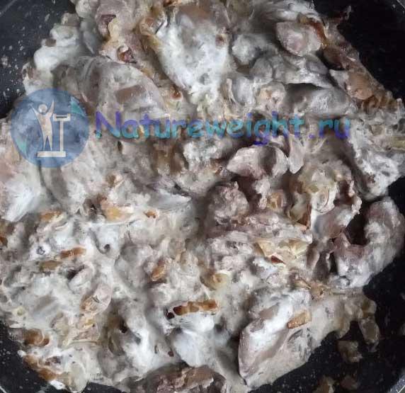 куриная печенка со сметаной
