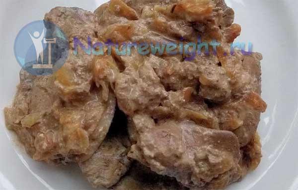 куриная печень, пожаренная в сметане с луком