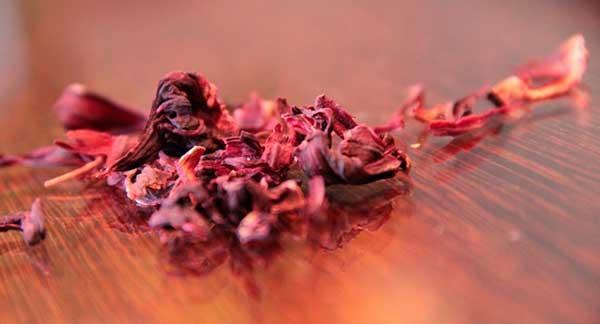 В чем польза чая каркаде, почему у напитка есть также вред и немалый?