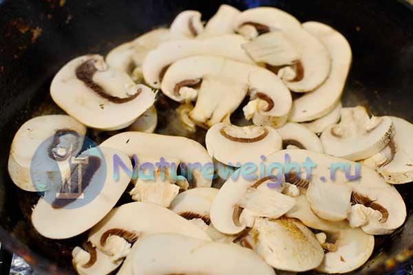 грибочки на сковороде