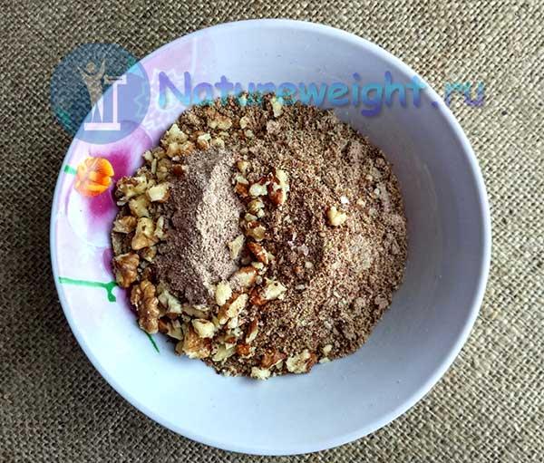семена льня, грецкие орехи и корица