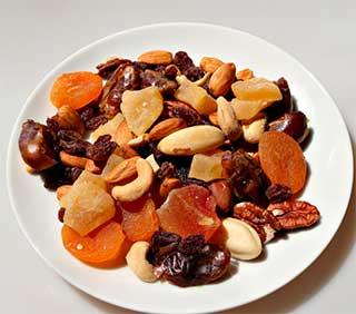 сухофрукты и орешки
