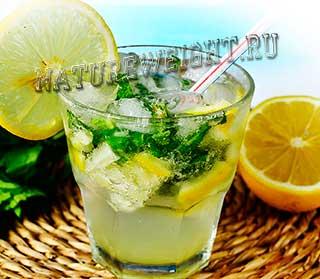 безалкогольный мохито в стакане