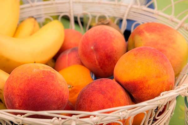 фрукты в корзинке