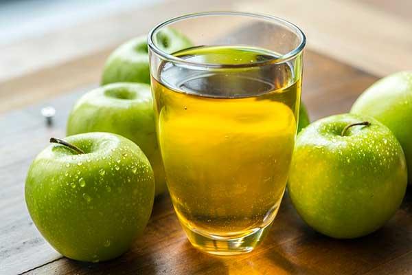 яблоки и стакан