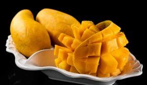 подача плода к столу