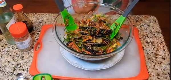готовый корейски салат с баклажанами