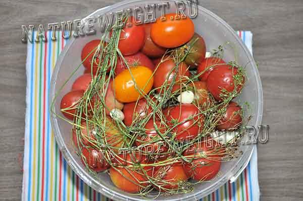 помидорки и укроп