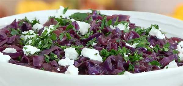 подача к столу с сыром и зеленью