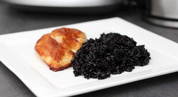 блюдо с черным рисом