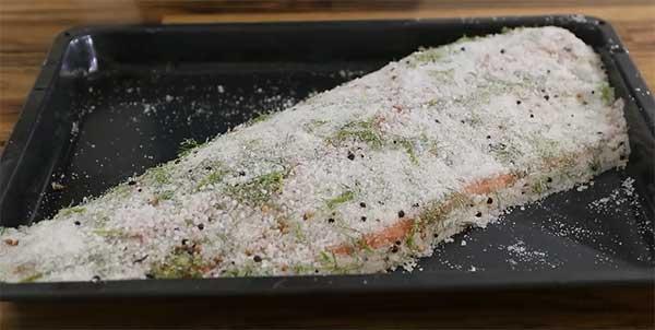 рыба, покрытая солью