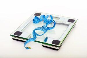 весы и сантиметр