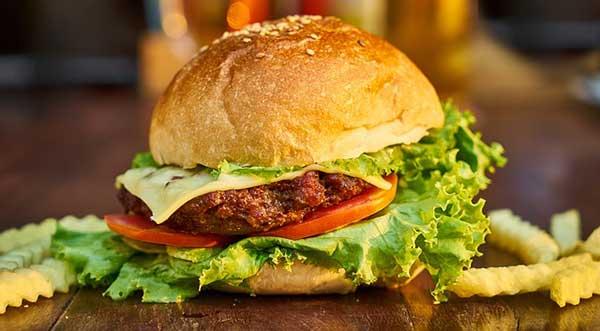 бургер и картофель фри