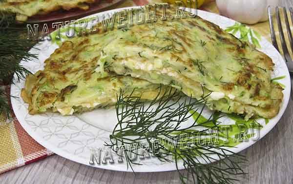 кабачковые чебуреки с зеленью и сыром