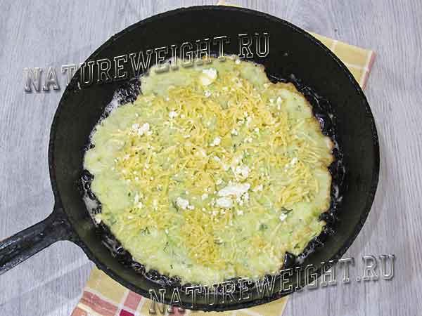 выкладывание сыра и творога