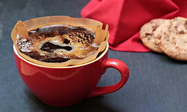 красная чашка кофе
