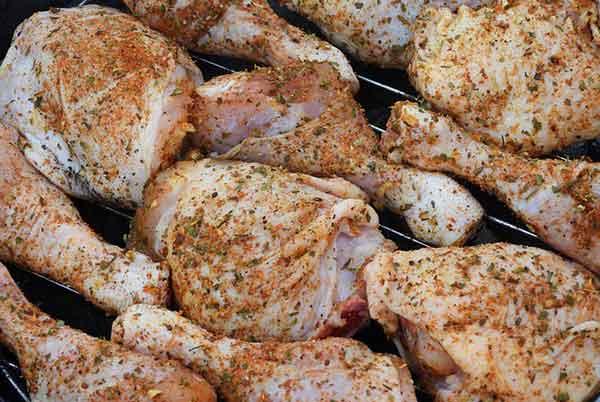 сырые бедрышки цыпленка