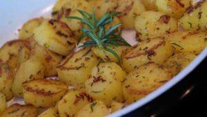 картошка на тарелке