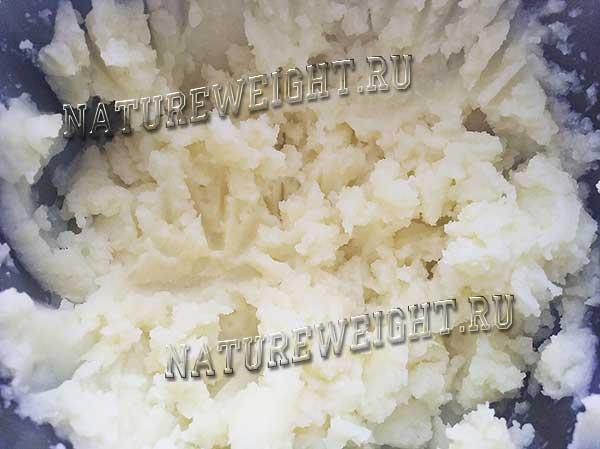 картофельное пюре необходимой для рецепта консистенции