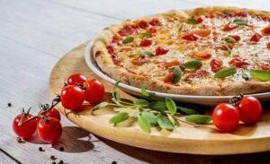пицца, активизирующая склонность к перееданию у худеющих