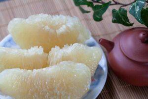 очищенная мякоть фрукта помело