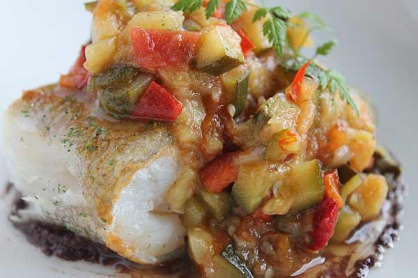 треска, приготовленная с овощами